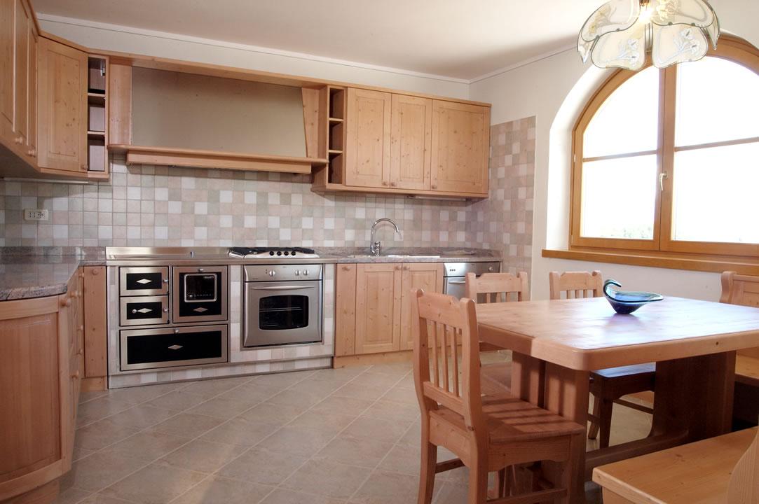 cucina10 Cucine su misura, progettate per vivere la tua casa.