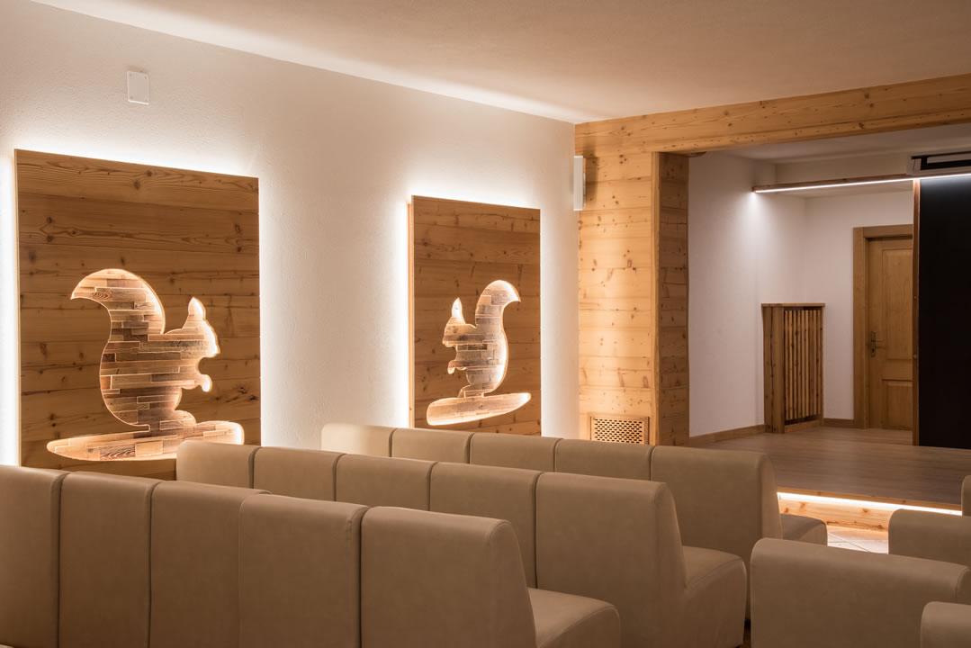 sala-riunioni-intrattenimento4 Arredamenti per Ristoranti, Bar, Hotel, B&B, pizzerie