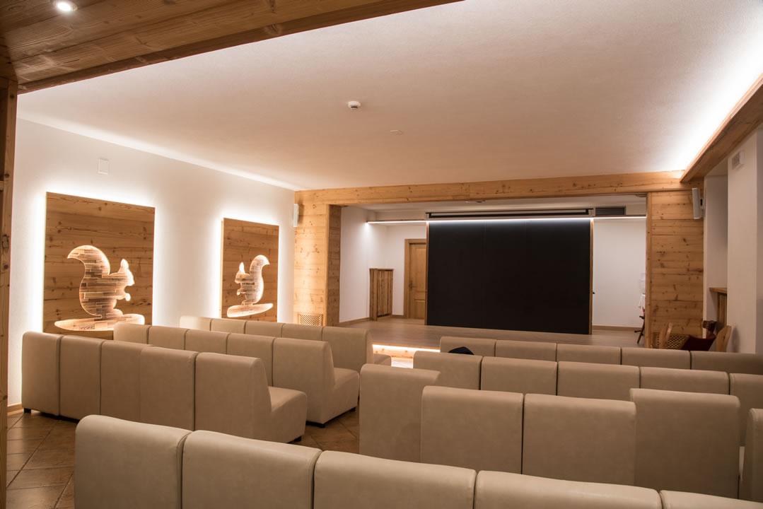 sala-riunioni-intrattenimento5 Arredamenti per Ristoranti, Bar, Hotel, B&B, pizzerie