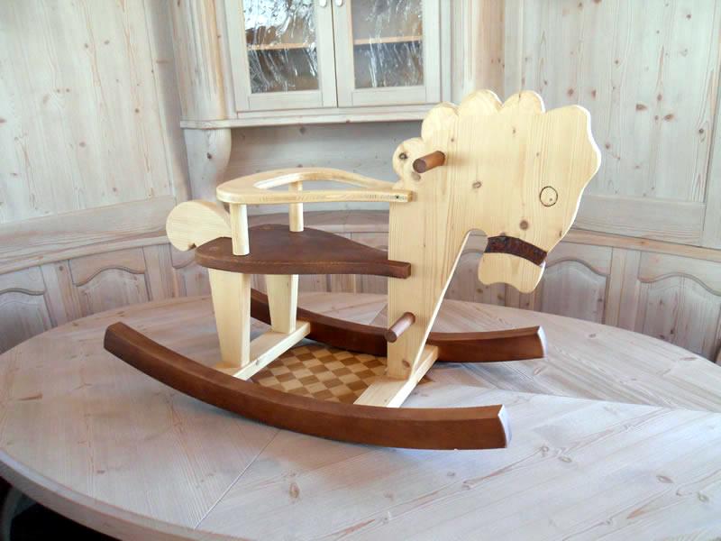 cavallino-a-dondolo-venge Prodotti artigianali in legno : Cavallo a dondolo in abete e frassino con particolari vengè